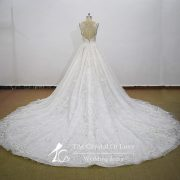 cathedral-train-wedding-dress